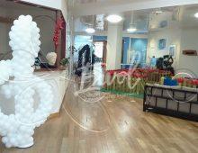 Décoration ballons, arche ballons, colonnes ballons sur le thème de la musique et décoration événement musique