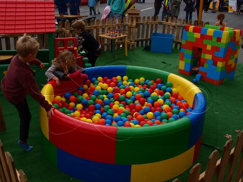 Location d 39 une piscine balles pour vos v nements for Boules lumineuses piscine