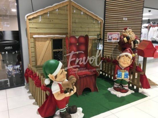 Maison du Père Noël avec les elfes