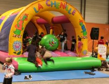 chenille gonflable pour enfants