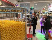Animation centre commercial piscine à balles géantes gagnantes