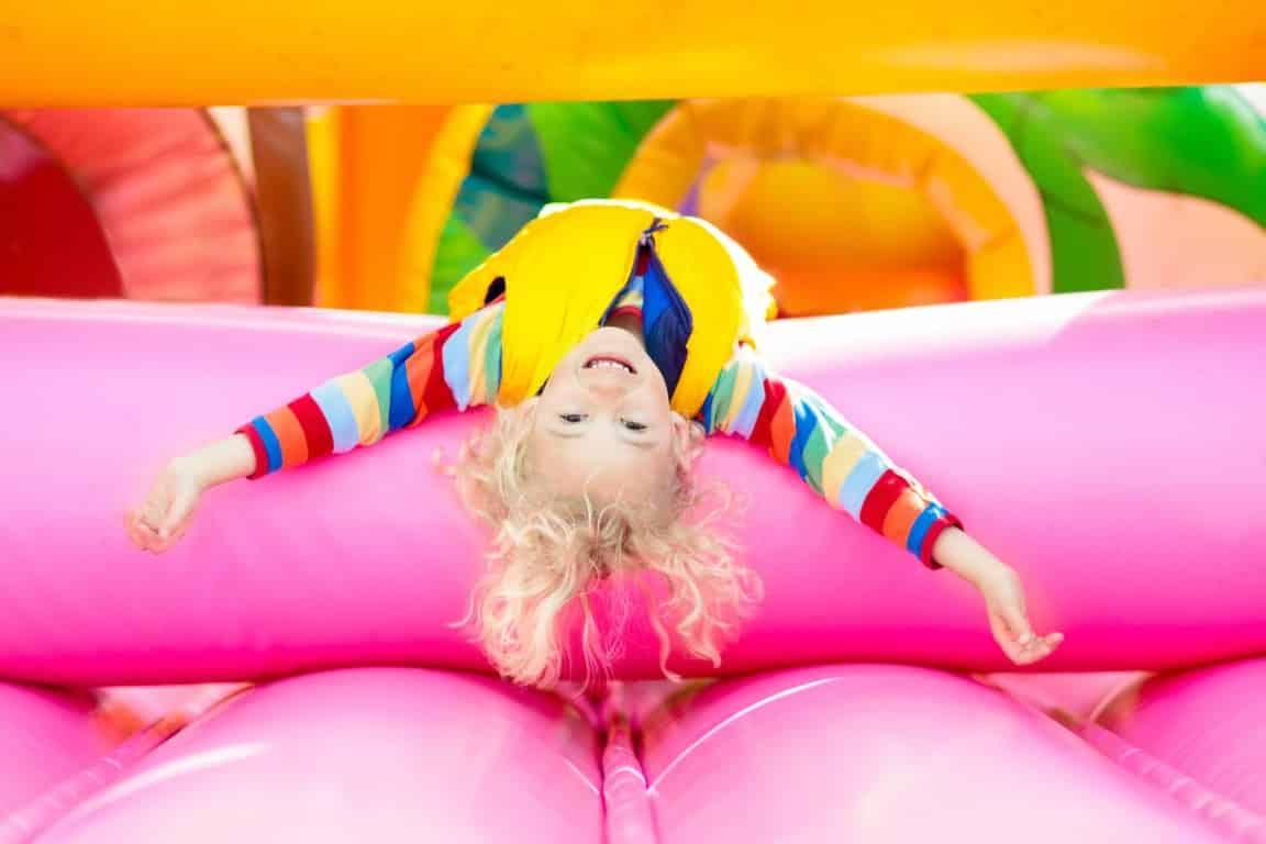 Louez un château gonflable pour votre fête de famille (Medium)